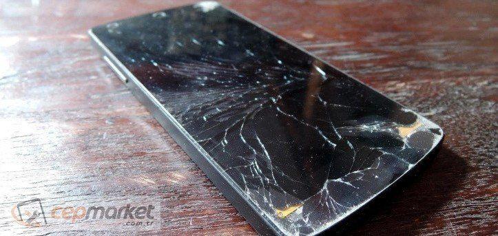 Ekranı Kırık Telefon Kullanmak Zararlı mı?