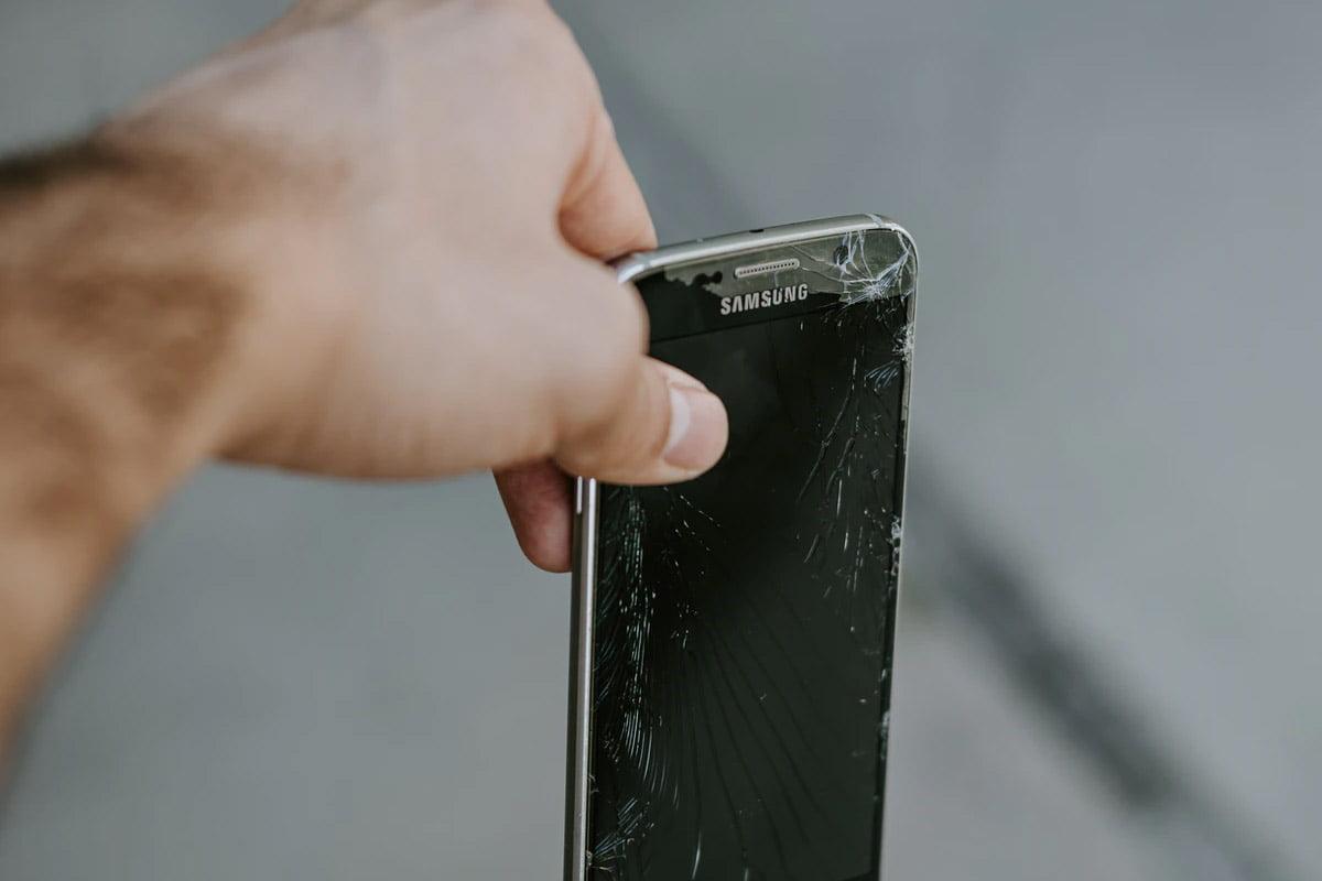 Samsung Ekran Değişimi ile İlgili Sorular