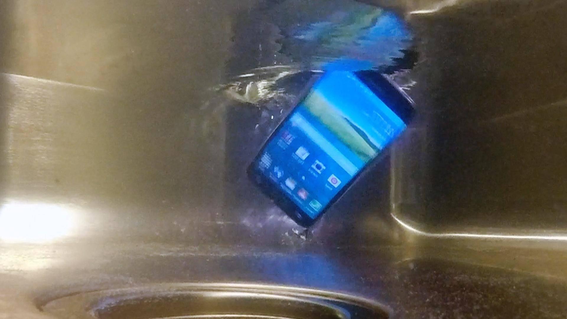 Suya Düşen Telefonun Dokunmatiği Çalışmıyor