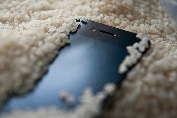 Telefon Suya Düştüğünde Pirinç İşe Yarar mı?