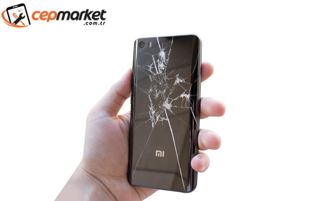 Xiaomi Arka Cam Kırıldı