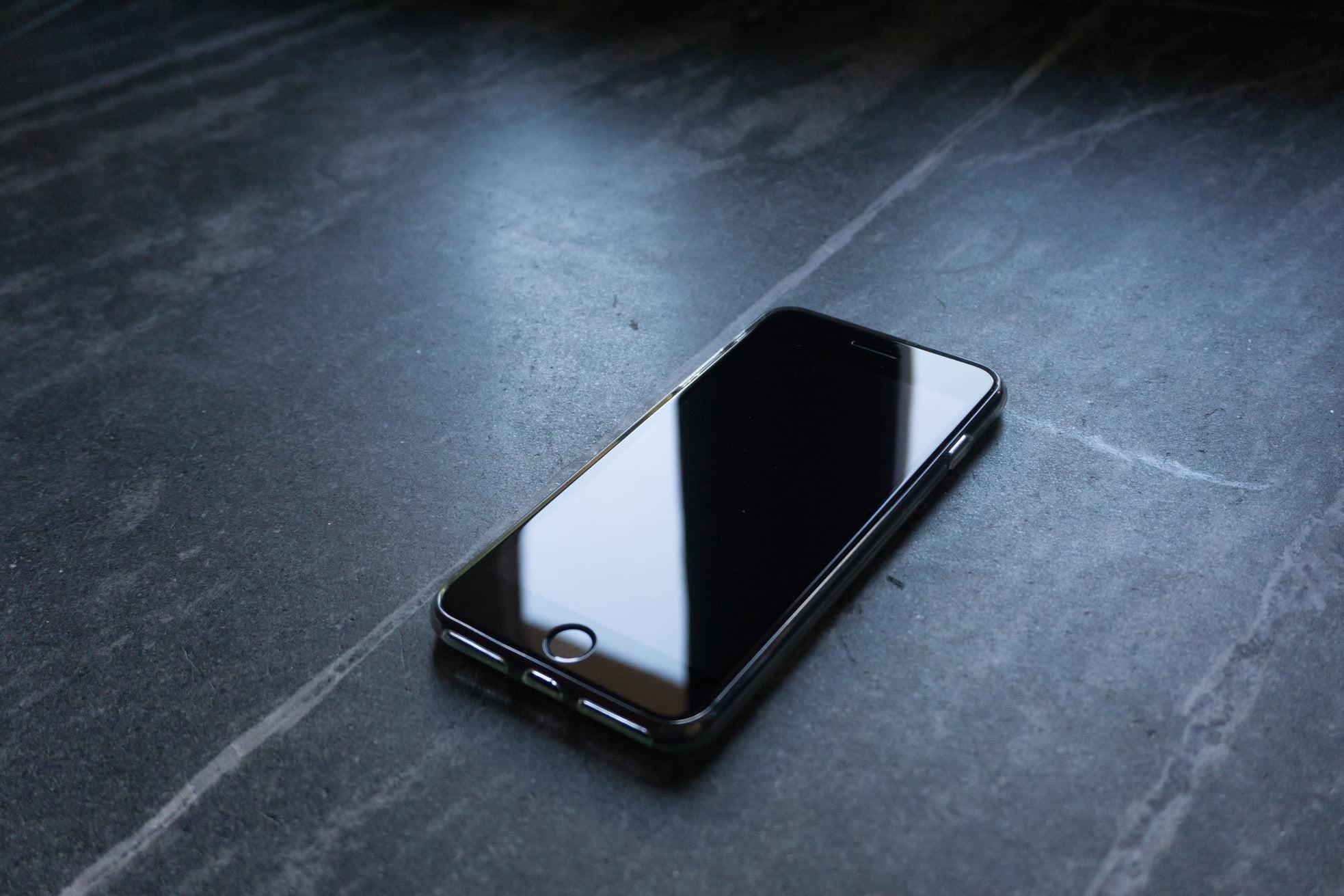 iPhone Elma Yanıp Sönüyor ve Telefon Açılmıyor